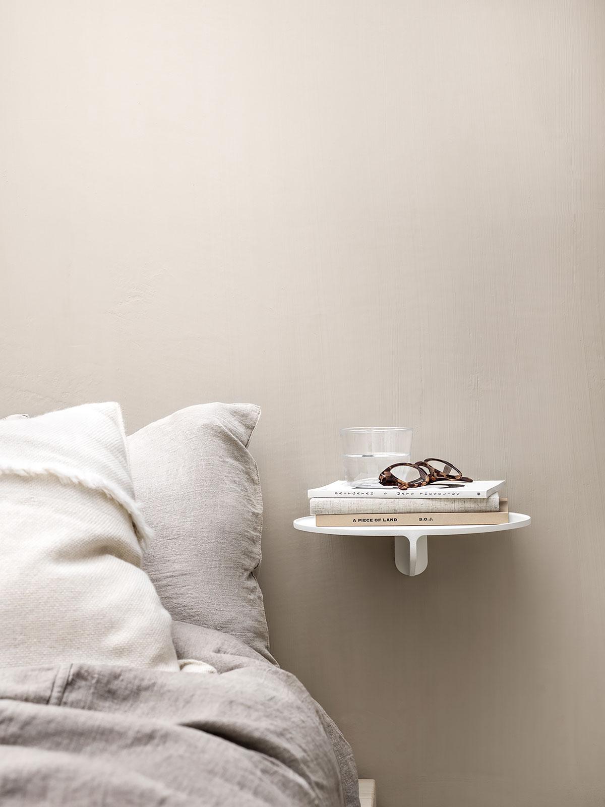 © String Furniture